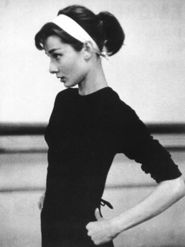 Audrey-Hepburn-audrey-hepburn-30174987-374-500