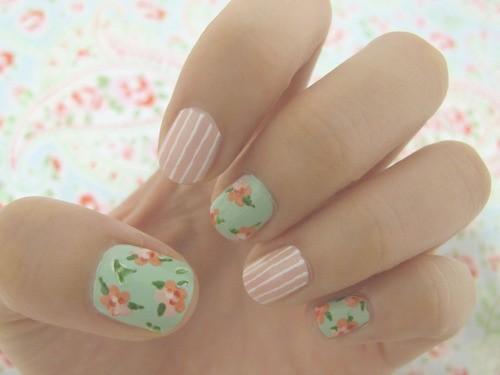pretty floral manicure